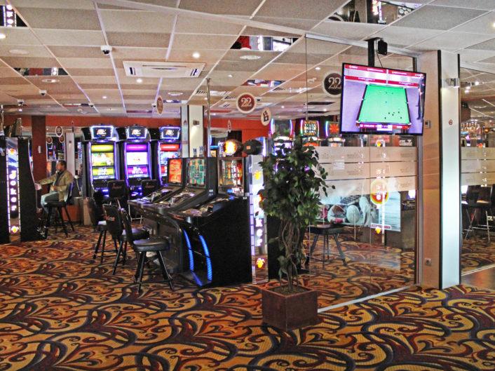 спортивный бар и игровые автоматы Bērzu iela 10a
