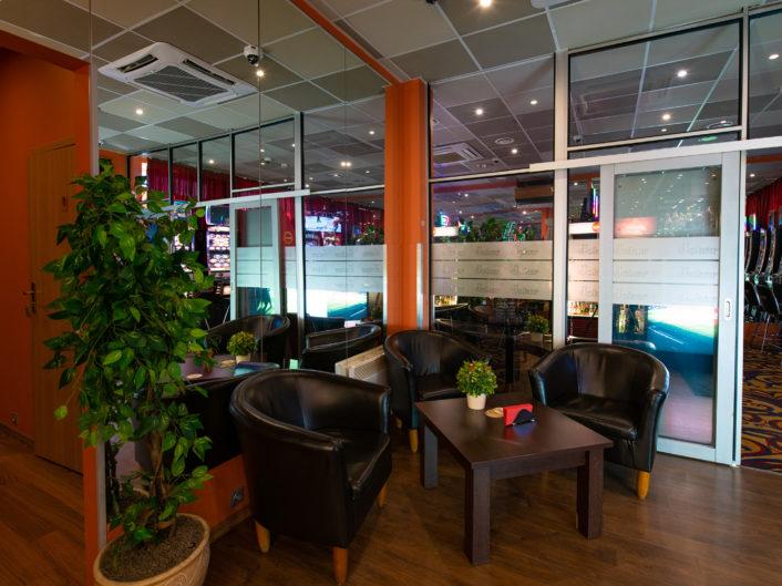 спортивный бар и игровые автоматы Juglas iela 45