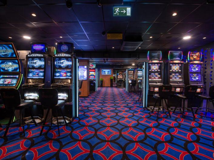 спортивный бар и игровые автоматы Lielā iela 16